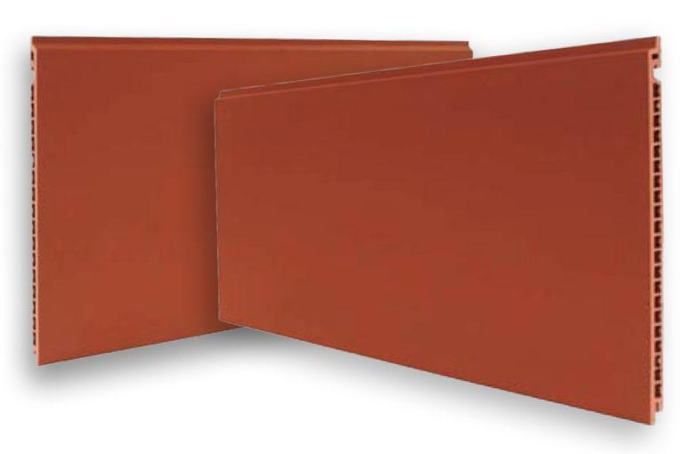 Kaksi terracotta-väristä Favemanc laattaa tuotekuvassa.